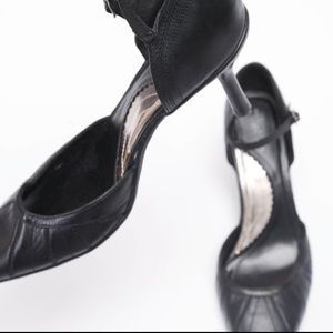 Kenneth Cole REACTION Black Smooth Escape LE Heel